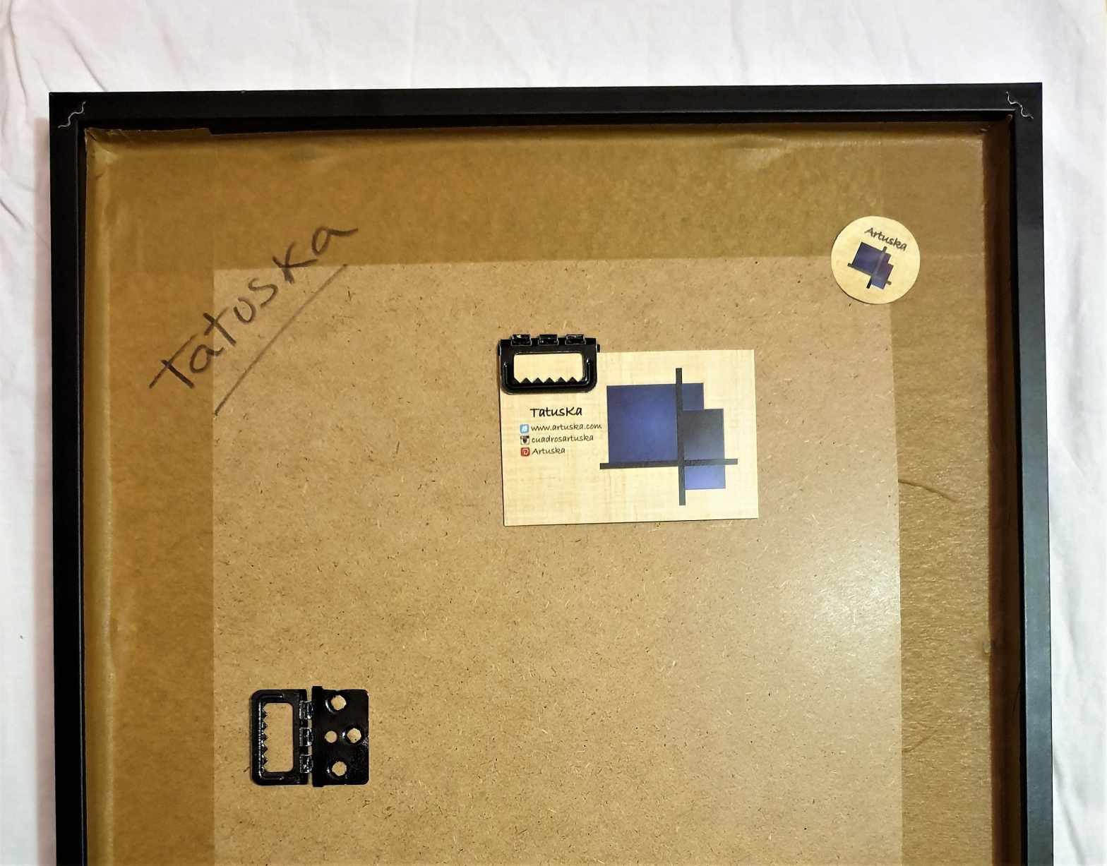 Detalle de la parte trasera de un cuadro preparado para envío al cliente
