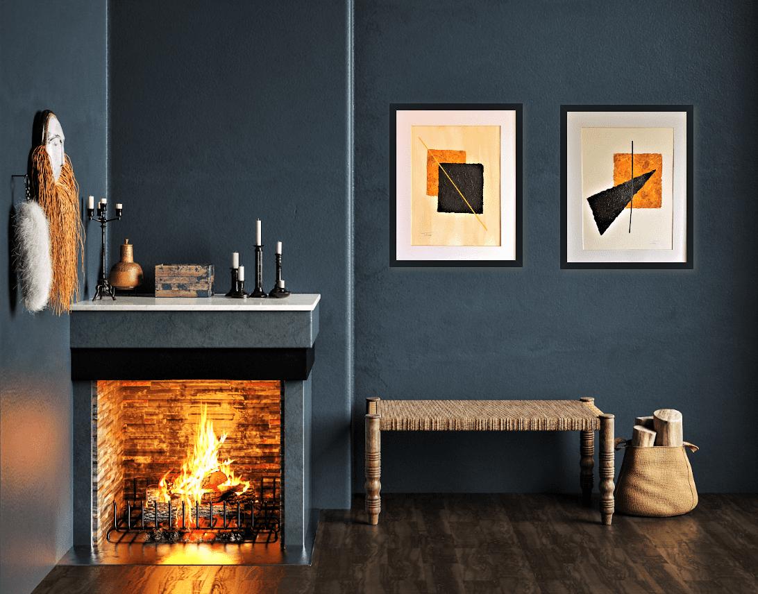 Decoración de salón con chimenea con cuadros abstractos de Tatuska